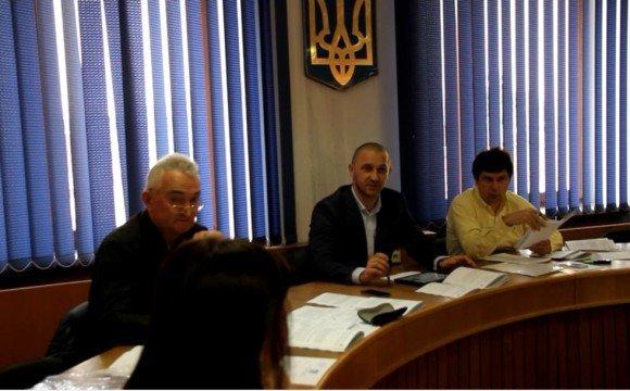 Іван Волошин під час засідання депутатської комісії Ужгородської міської ради з питань майнової політики, власності та приватизації
