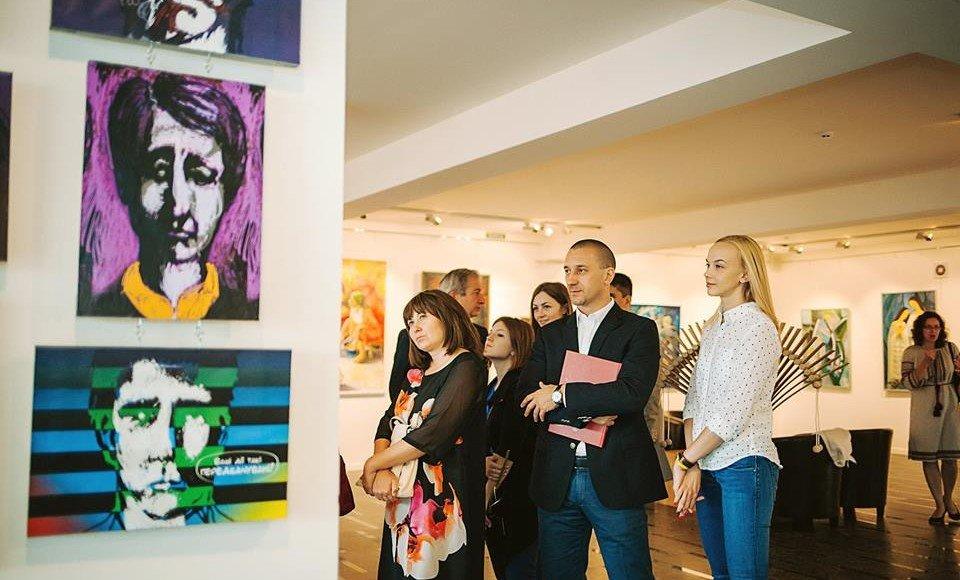 Іван Волошин із дружиною на захисті дипломних робіт випускників ЗХІ та коледжу мистецтв