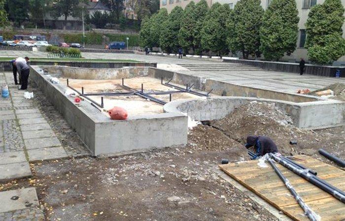 Іван Волошин запропонував засипати бездонний для міських коштів фонтан