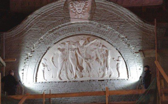 """Моделювання освітлення центральної скульптурної композиції фасаду """"Корони"""""""