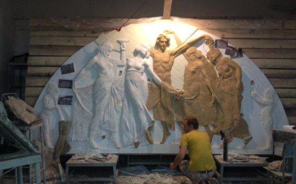 """Робота над скульптурною сценою """"Вакханалія"""" для фасаду """"Корони"""""""