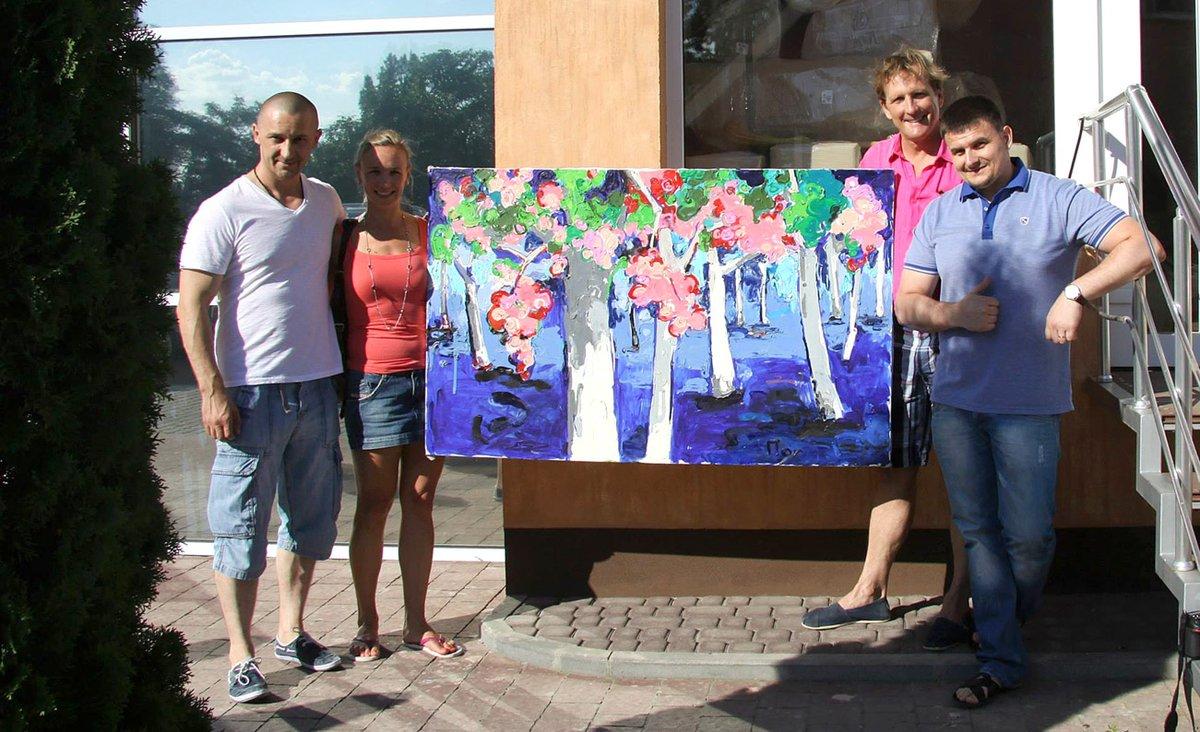 Іван Волошин з друзями зі США, що придбали роботу молодого художника
