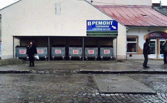 Смітникова епопея: баки з центру площі Корятовича переносили на «своє» місце 2,5 місяці