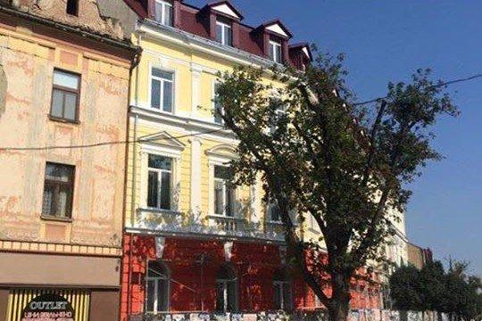 Фасад 9-ої школи в Ужгороді
