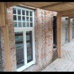 """На фасаді готельного комплексу """"Корона"""" приміряють нові вікна"""
