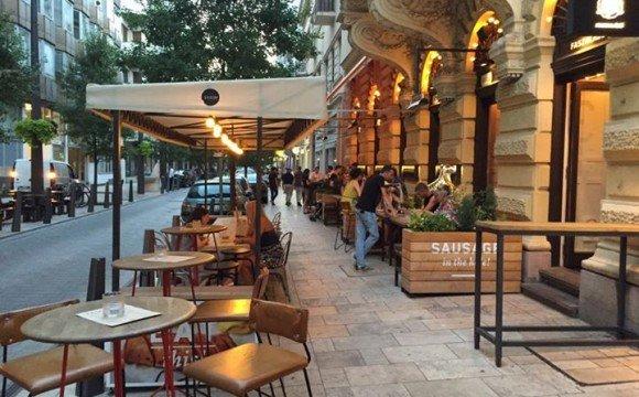 Тераси на тротуарах центральних вулиць Будапешта