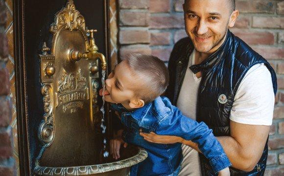 Іван Волошин зробив бювет з мінеральною водою в Ужгороді